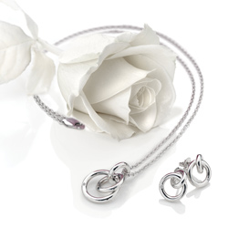 Obrázek č. 7 k produktu: Stříbrný přívěsek Hot Diamonds Eternity Interlocking DP372