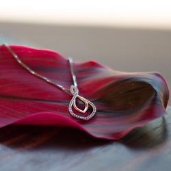 Obrázek č. 7 k produktu: Stříbrný přívěsek Hot Diamonds Lily RG DP734