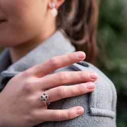 Obrázek č. 3 k produktu: Stříbrný prsten Hot Diamonds Lucky in Love DR215