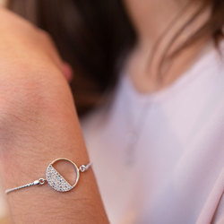Obrázek č. 7 k produktu: Stříbrný náramek Hot Diamonds Horizon Topaz DL601