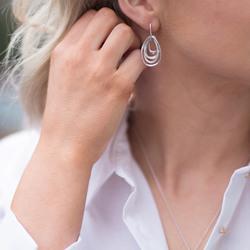 Obrázek č. 3 k produktu: Stříbrné náušnice Hot Diamonds Chandelier Vintage Drop