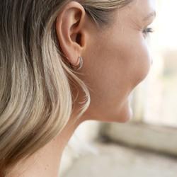 Obrázek č. 5 k produktu: Stříbrné náušnice Hot Diamonds Flora DE581