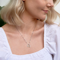 Obrázek č. 11 k produktu: Stříbrný přívěsek Hot Diamonds Love DP660