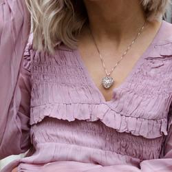 Obrázek č. 9 k produktu: Přívěsek Hot Diamonds Small Heart Filigree Locket DP671