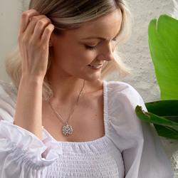 Obrázek č. 9 k produktu: Stříbrný přívěsek Hot Diamonds Jasmine DP700