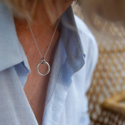 Obrázek č. 6 k produktu: Stříbrný přívěsek Hot Diamonds Jasmine DP735