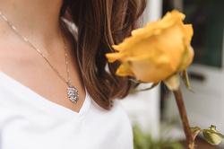 Obrázek č. 3 k produktu: Stříbrný přívěsek Hot Diamonds Jasmine DP700